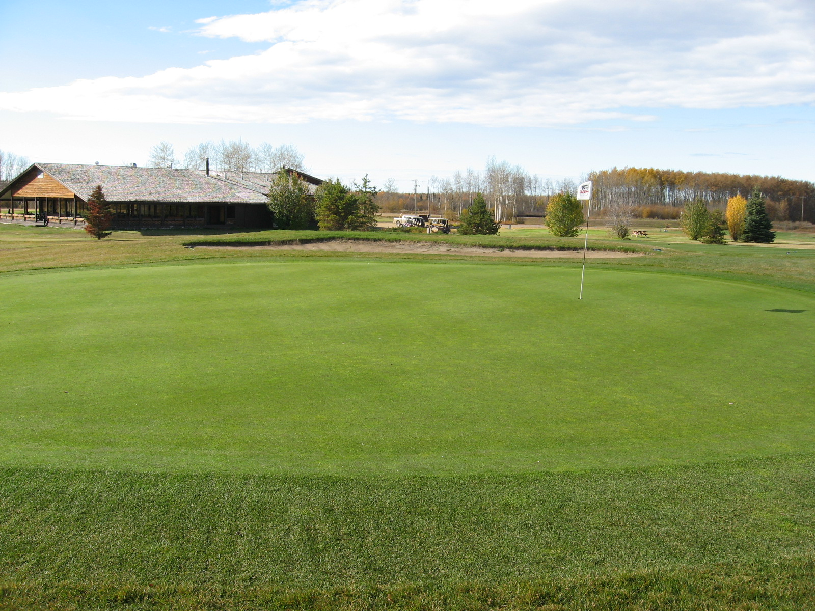 golf-course-clubhouse